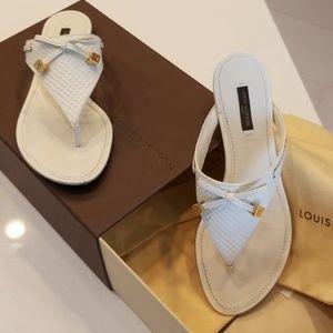 Louis Vuitton Beige Flats